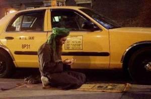muslim-praying-beside-his-taxi